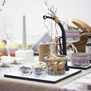 ラベンダー畑のテーブル