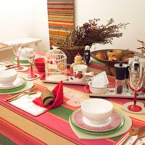 赤色のテーブル