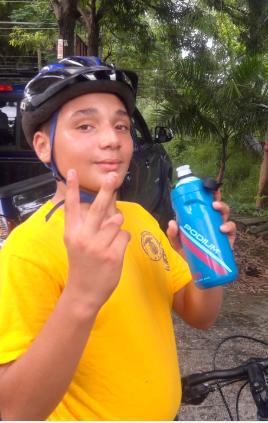 Usando la Botella en la Bicicletada de los Sea Cadets en San Germán