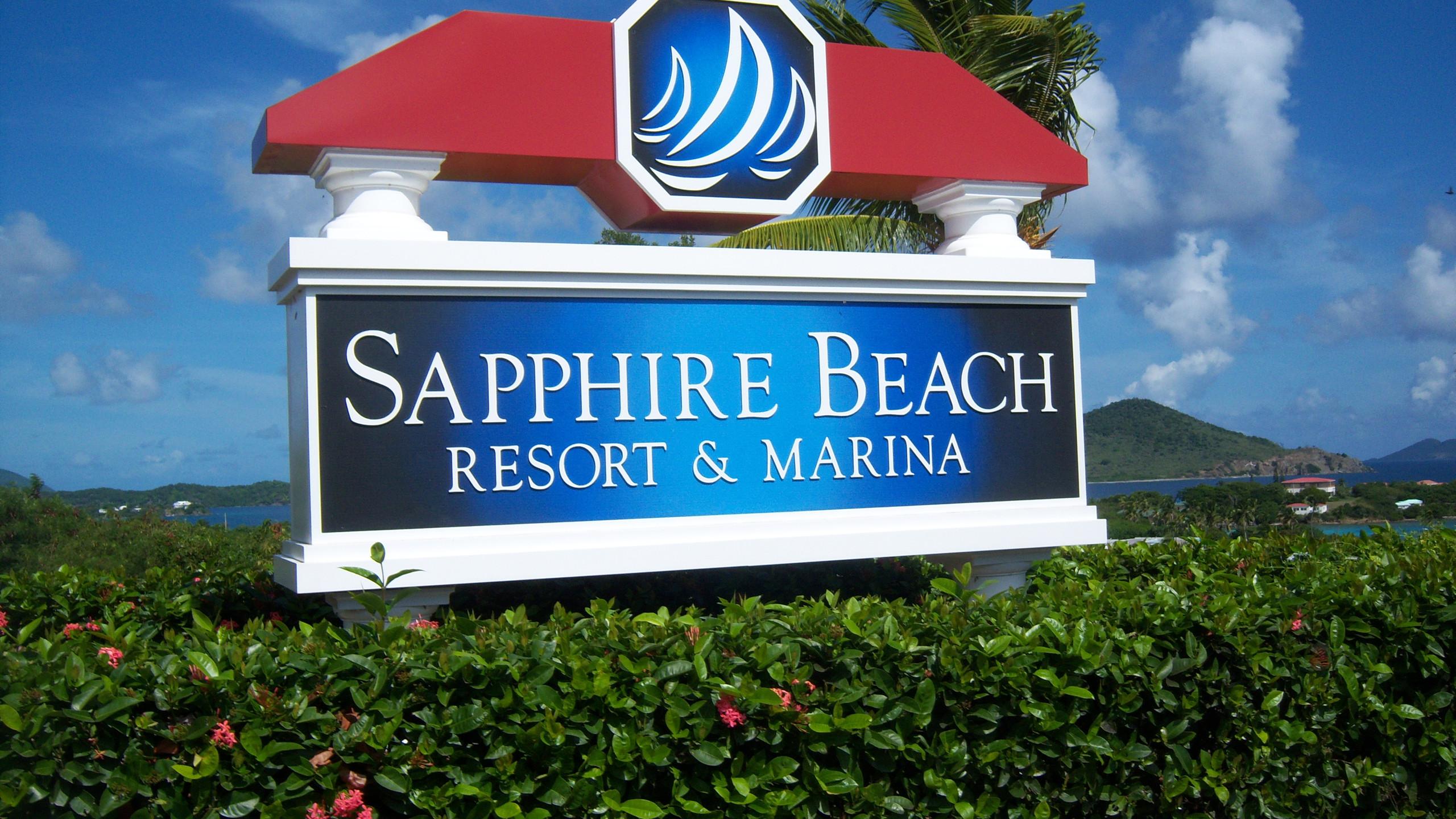 La entrada a Sapphire Beach  Resort