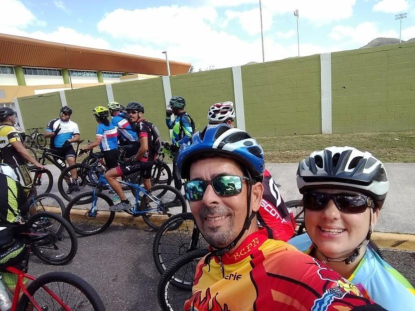 En el oasis en Juana Díaz, al fondo Muévete Team