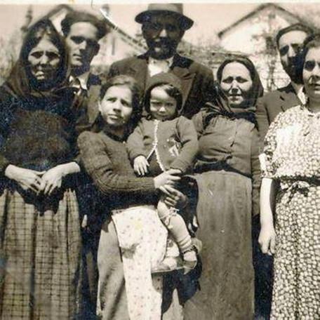 Família no fundo da Capela de São Doming