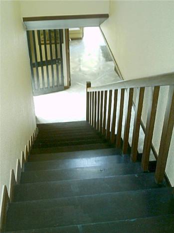 aEscadas vista do patamar do 1º andar