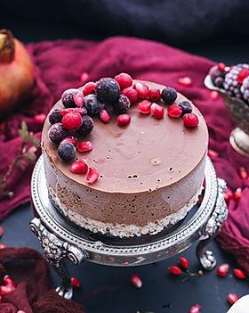 beautiful-shot-raw-vegan-cake-with-berri