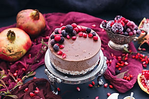 beautiful-shot-raw-vegan-cake-with-berri