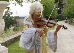 Violinistin im Kostüm