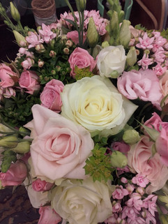 pink table centre roses
