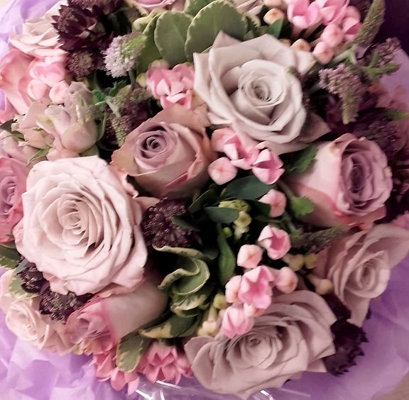 lilac roses bouquet .jpg