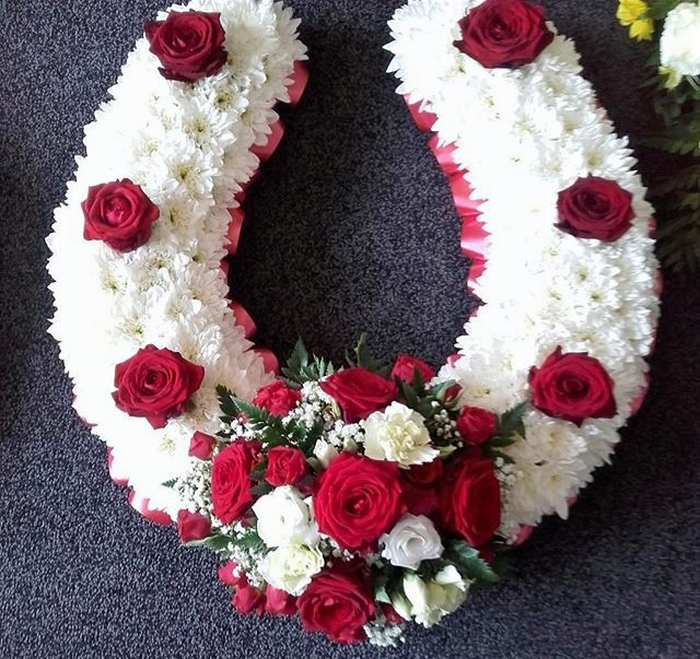 Horse Shoe Funeral Tribute