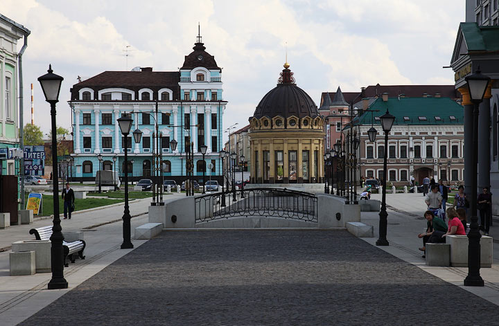 Улица Петербуржская в Казани