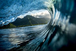 Фотограф серфингист делает умопомрачительные фото во время своих заплывов. Убедитесь