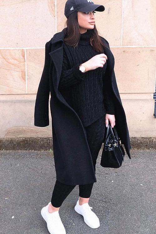 Sweater Amplio Negro de Lana Cuello Alto
