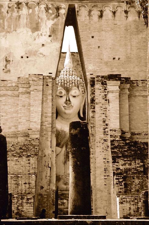 Large Buddha statue Sukothai%20April%202007%20-%2008_edited.jpg