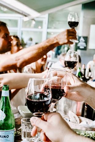 people-having-a-toast-1974594.jpg