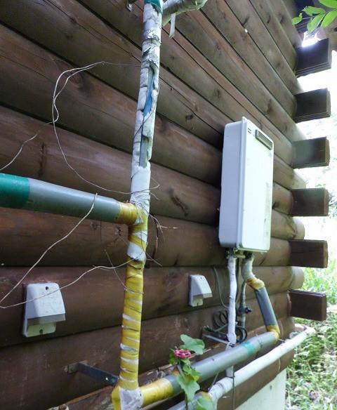 附帯工事 給湯器 配管 保護テープ