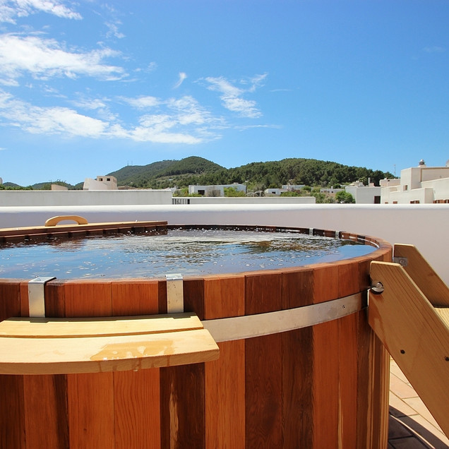 Hot tub on roof terrace