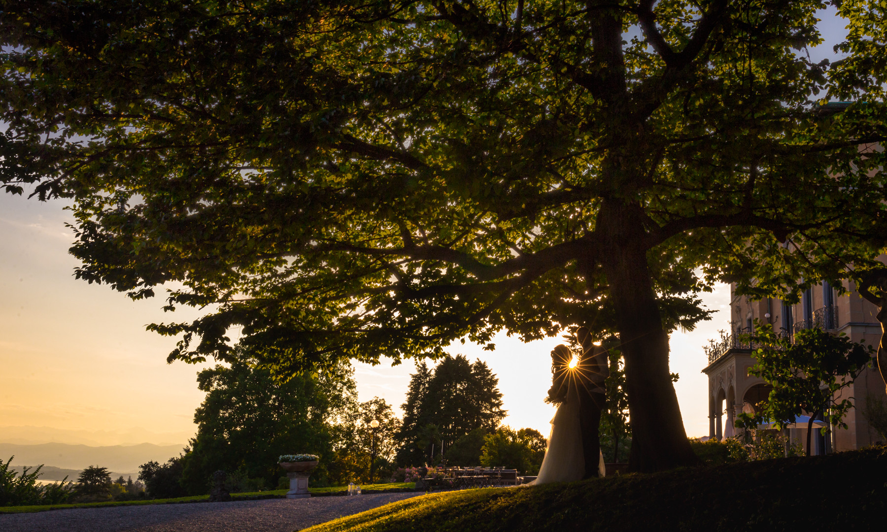 Foto di matrimonio al tramonto villa montalbano varese