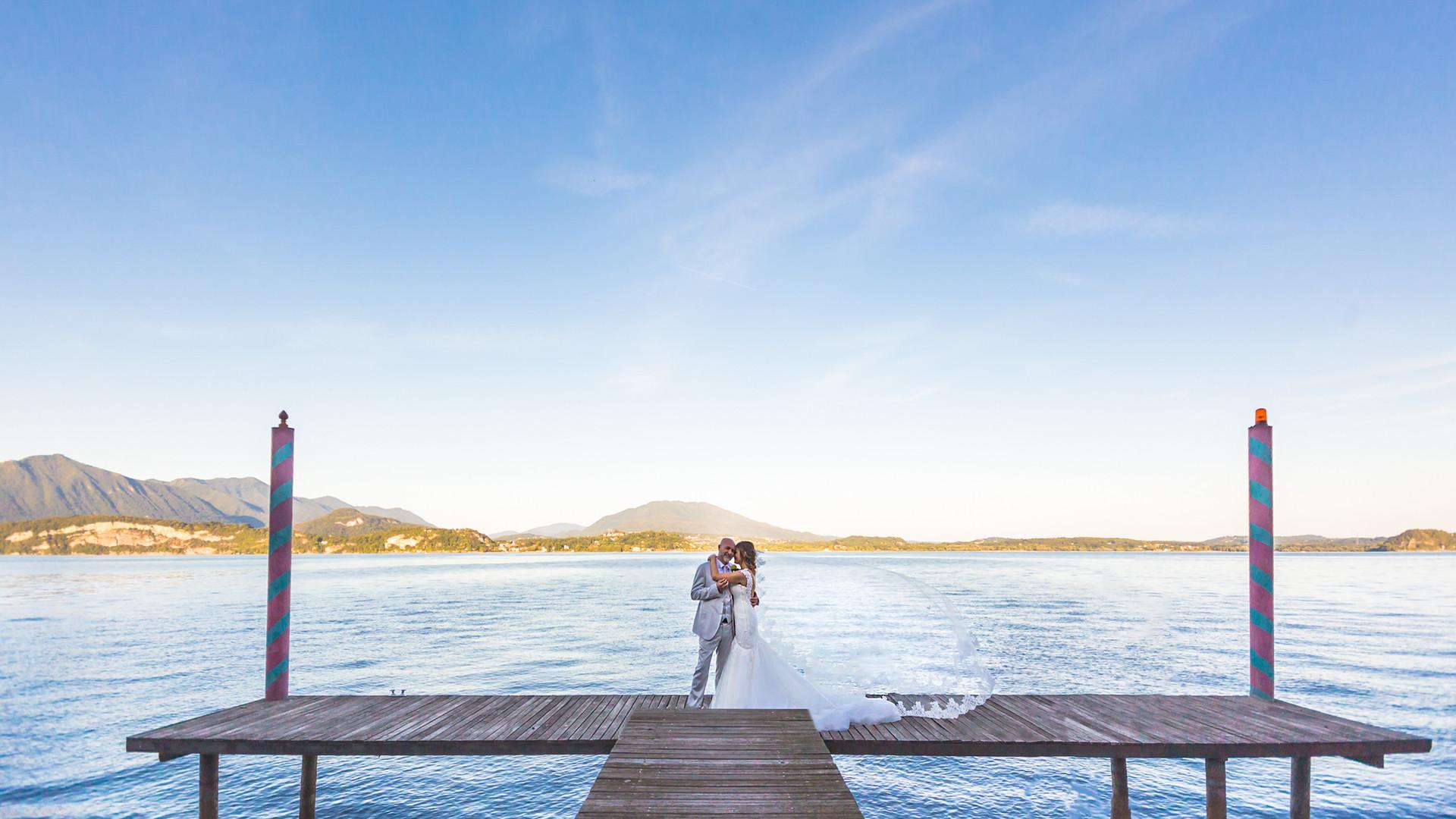 Foto di matrimonio velo che vola Villa Claudia Dal Pozzo Lago Maggiore Belgirate