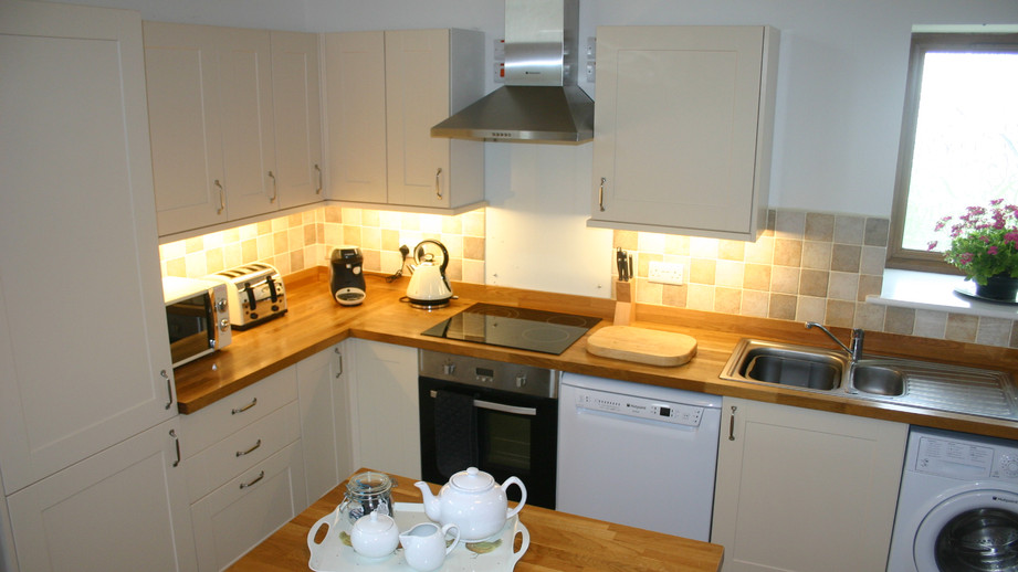 (7) Well equipped kitchen.JPG