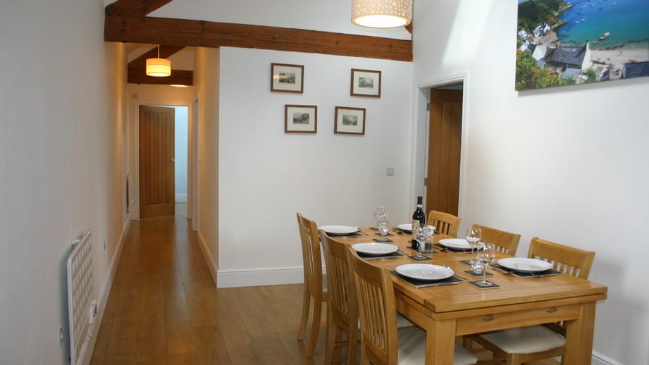 (10) Spacious dining area.JPG