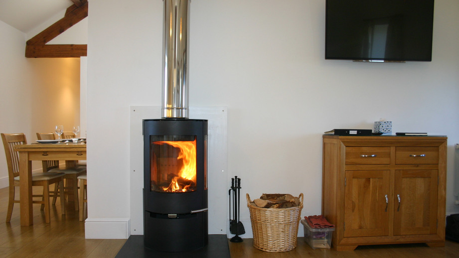 (3) Cosy wood burning stove & HD smart TV.JPG
