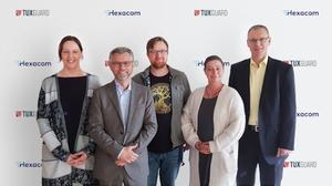 First row, Uwe Hanreich (Tuxguard) and Kerstin Flerlage (Hexacom)