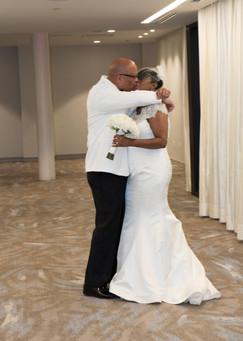 kiss bride groom