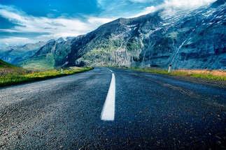 Veículo_037-Estrada_entre_as_montanhas.jpg