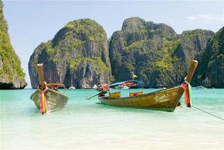Praia 109-Barcos e rochedo.jpg