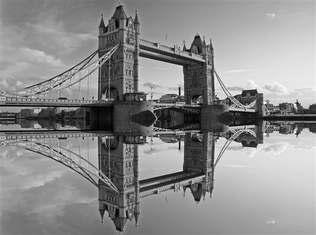 Mundo 003-Relexo Ponte de Londres, Inglaterra-Preto e branco.jpg