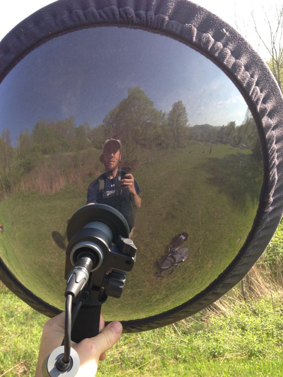 Gunnar Kramer recording a bird.jpg