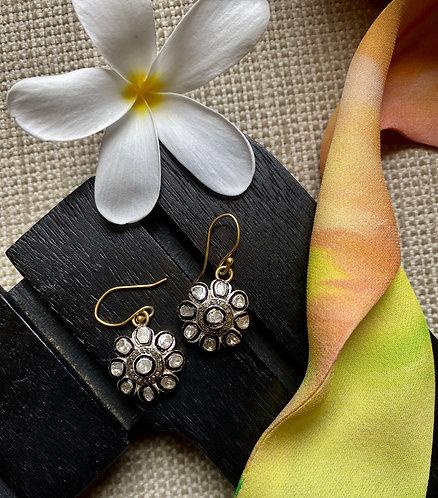 Noir Et Blanc Mini Dangling Flowers