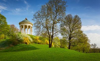 monopteros-temple-in-the-english-garden-