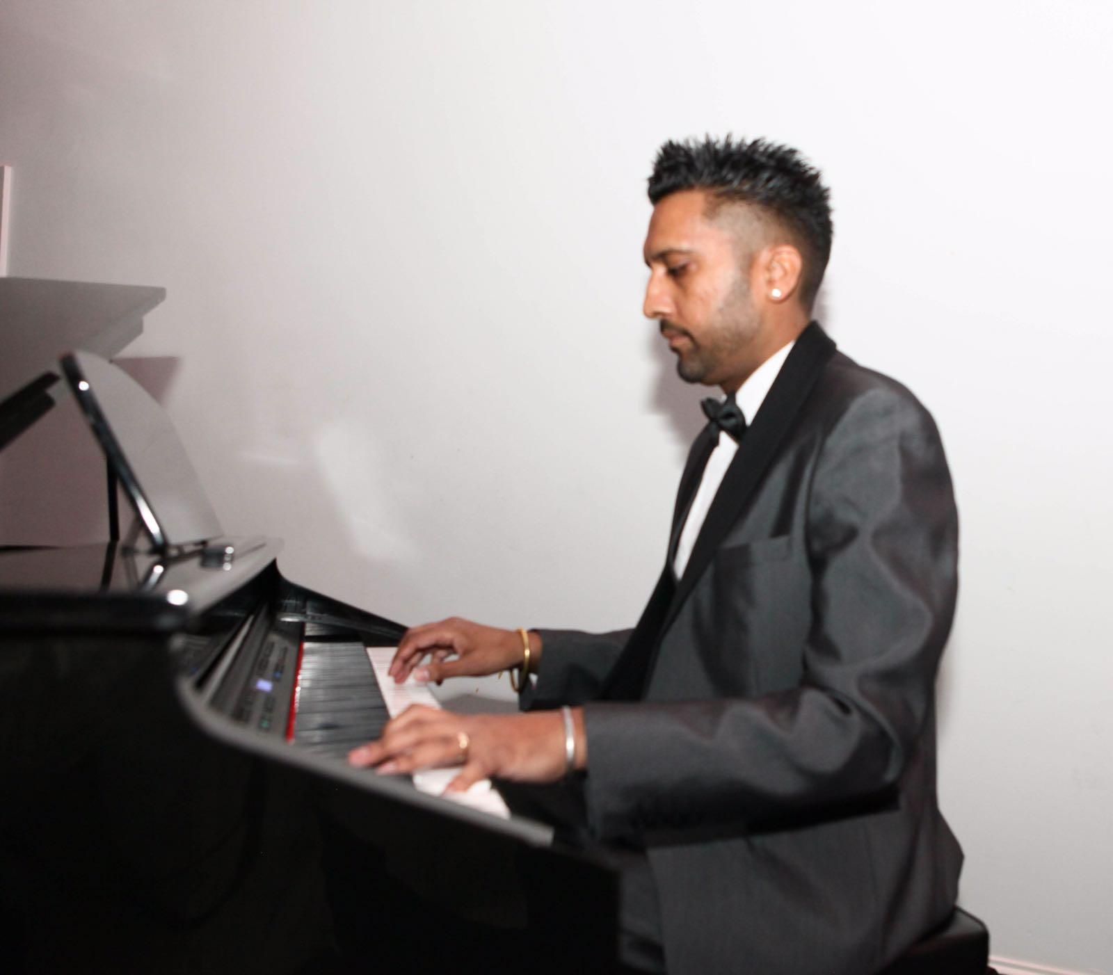 Bollywood Pianist Ranesh