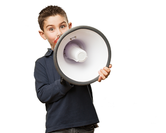 Nen amb megàfon