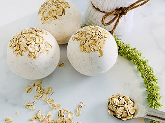 oats and honey bath bomb.jpg
