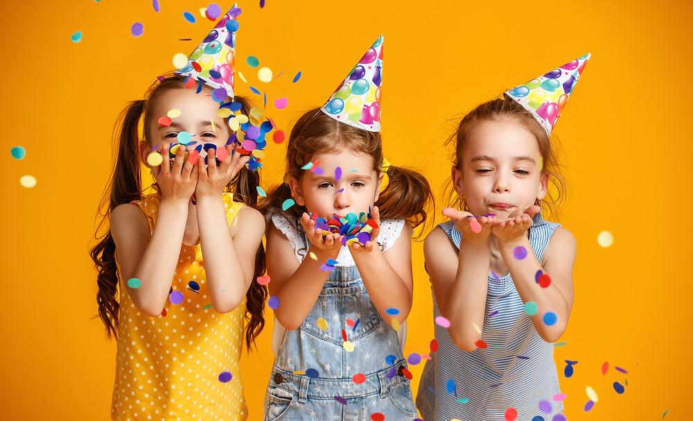 Kinderfasching, Partyideen, Fasching, Kinder, Kinder Make-up, Natürliche Kosmetik, gesunde Snacks, lustige Kostüme, Dekoideen