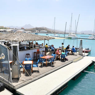 Yachthafen in Mindelo ist Ausgangspunkt der meisten unserer Kapverde Segeltoerns, ist auch nahe am Flughafen