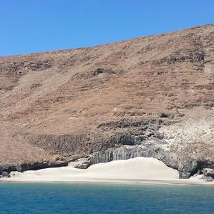 Skippytirol segelt zu den schoensten Sandstraenden, auch in Region Kapverden