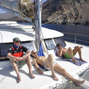 segeln und relaxen, es genießen, wenn man flott entlang der Inseln segeln - dabei die Natur beobachten kann