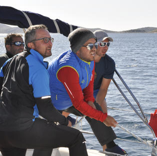 Segelyacht im Team trimmen
