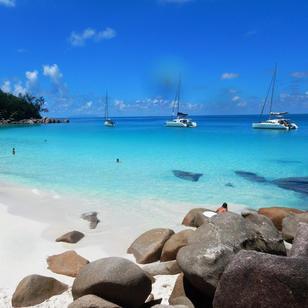 mitsegeln Seychellen, auch Katamarene wie dieser kommen zum Einsatz
