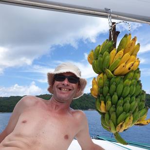 Mitsegeltoern in Seychellen, so schmecken Bananen am besten