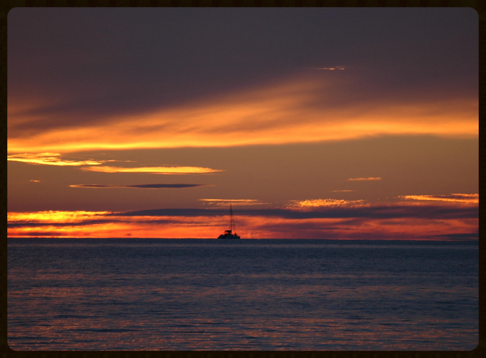 segeln mit Skippytirol in den Sonnenuntergang mit nachfolgender Nachtfahrt, immer ein besonderes Erlebins, wenn am naechsten Morgen die Sonne den Tag beginnt