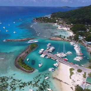 aktiv segeln Seychellen mit SkippyTirol, la Digue Hafen