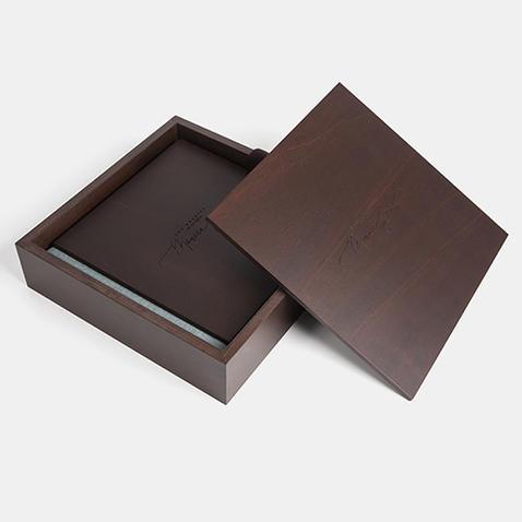 Album Photo en bois brun réalisé par ma pause boudoir