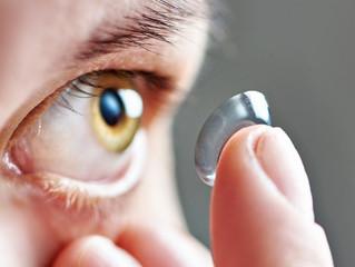 Os erros mais comuns ao usar lentes de contato e como evitá-los