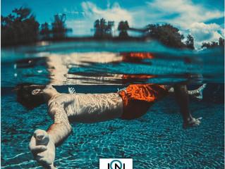 Posso nadar com as lentes de contato?