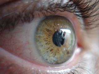 Usar lente de contato sem prescrição é perigoso