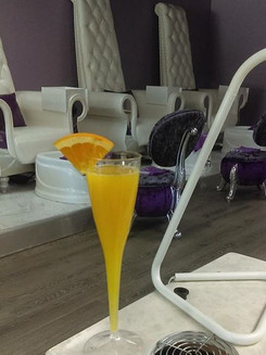 Mimosas while you do your nails